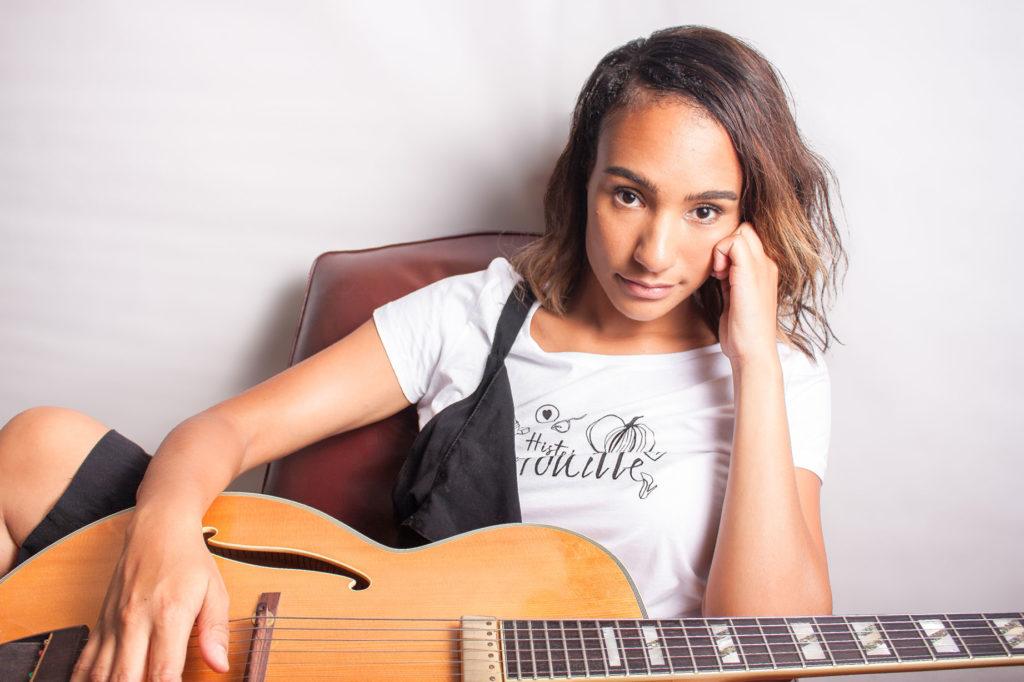 T-shirt Histoire de citrouille porté par Mélissa